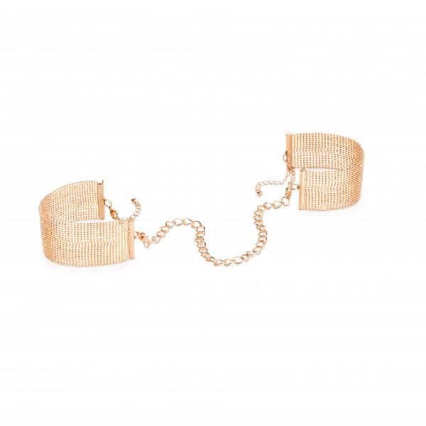 Snygga armband som kan sättas ihop till handbojor för BDSM